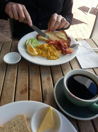 Nikau Gallery Cafe: breakfast