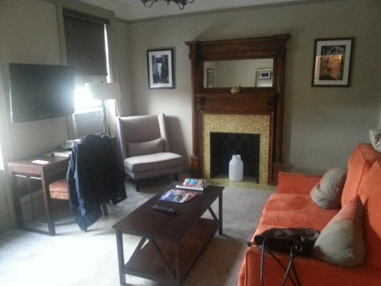 Hotel Wales: Living room