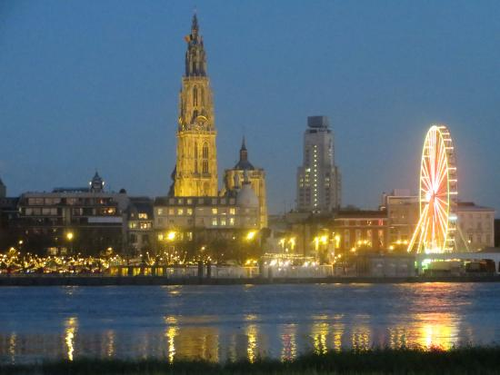 Liebfrauenkathedrale (Onze-Lieve-Vrouwekathedraal): A view to our Cathedral from the other side of the Schelde.