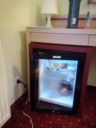 Hotel Swing : The room frige and the breakfast.
