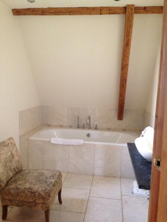 Chittoe, UK: Main bathroom