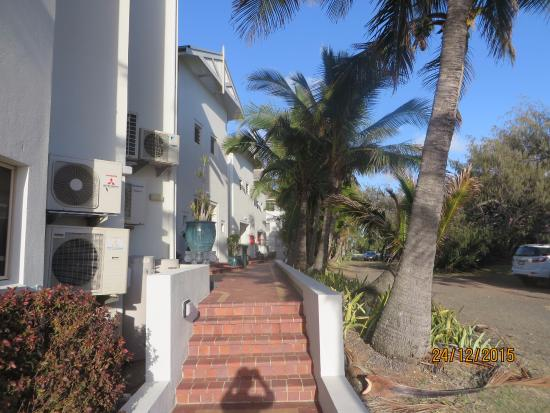 Bargara Shoreline Apartments : Entrance from the beach to the apartments