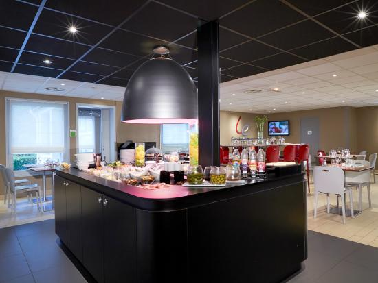 Campanile Montesson - Le Vésinet : Buffet à volonté du restaurant Hotel Restaurant Campanile Montesson le Vésinet