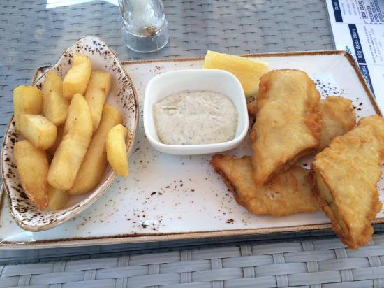 Fish chips with tartar sauce picture of wavebreaker for Wave fish and chips