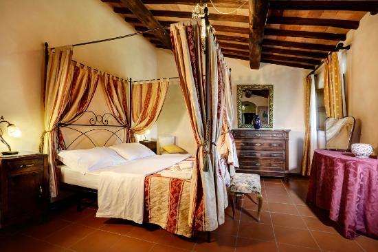 letti a baldacchino - Foto di Borgo Casa al Vento, Gaiole in Chianti ...