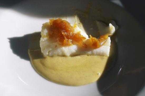 Monells, España: Baked codfish on a bed of chickpea purée with caramelised onion