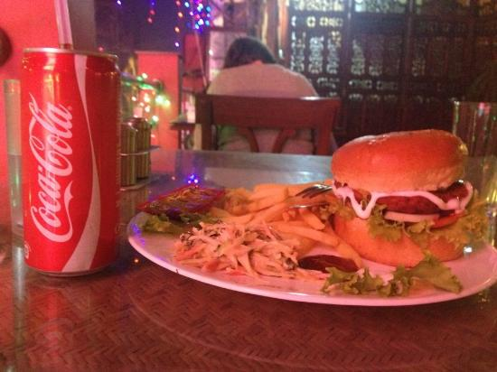 Hotel Hari Piorko: Great chicken burger