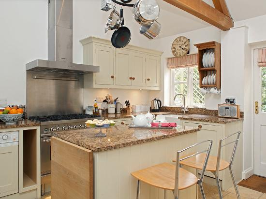 Bruern cottages chipping norton cottage reviews for Kitchens chipping norton