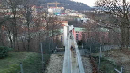 NH Prague City: Abfahrt der Seilbahn