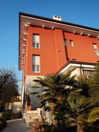 Vialeromadodici Rooms & Apartments: Das Hotelgebäude