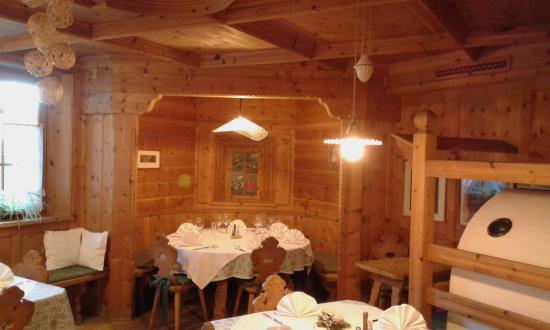 Montagna, Italia: sala ristorante