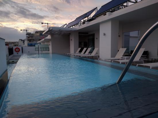 Hotel Valentina: Rooftop pool