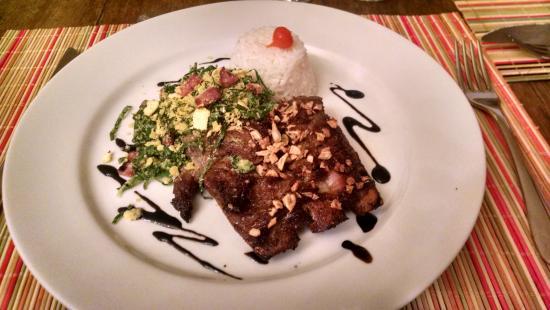 Confraria Colonial Hotel Boutique: Costelinha suína, com arroz e farofa de couve (muito boa)