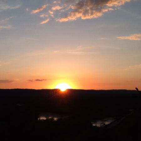 Fountain City, WI: Our sunset view from the Lodge deck.