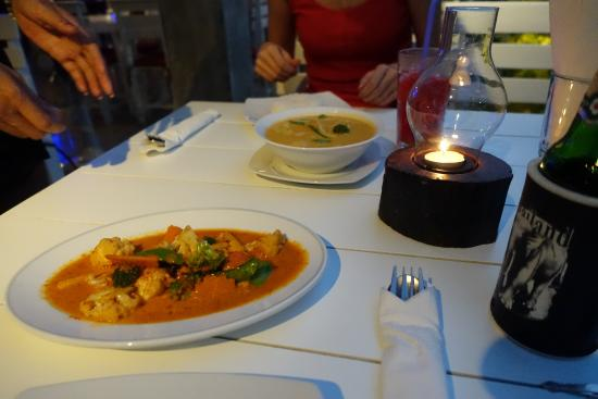 The Two Sisters Bar & Restaurant: Red curry and Massaman curry