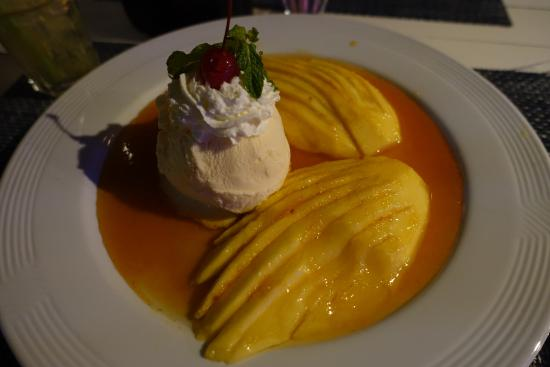 The Two Sisters Bar & Restaurant: Mango angel wings with ice cream