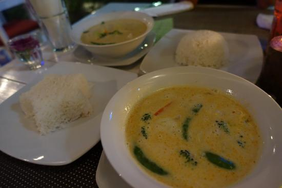 The Two Sisters Bar & Restaurant: Massaman curry with rice