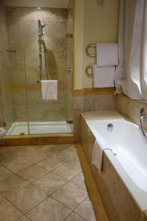 Mercure Catania Excelsior: Bathroom