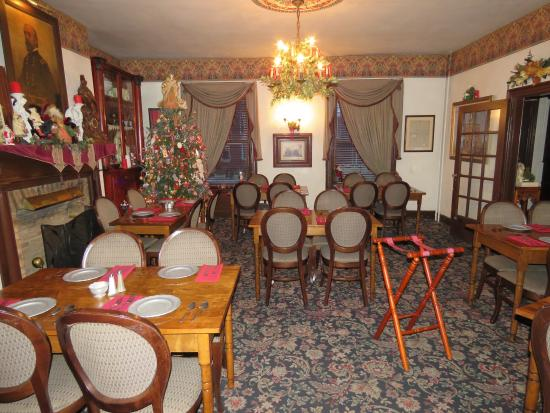 Farnsworth House Inn: The main dining room