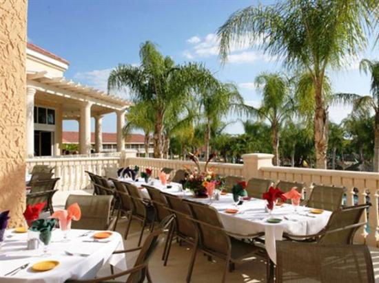 Caliente Resort and Spa: Veranda dining