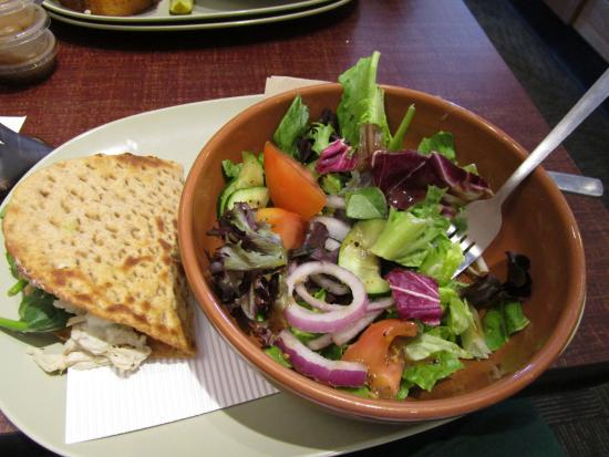 Crestview, Φλόριντα: Pick-2 Combo Turkey Flatbread with Classic Salad