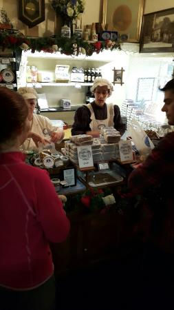 The Grasmere Gingerbread Shop (Sarah Nelson's): teeming with customers