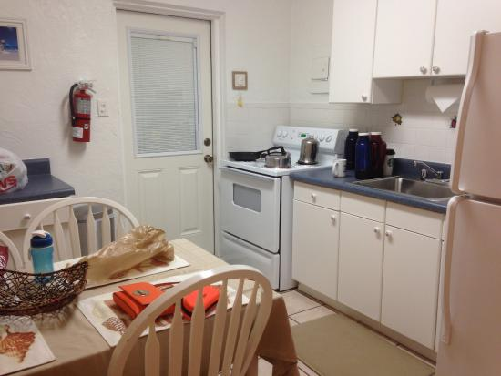 Queen's Gate Resort: Nicely equipped kitchen
