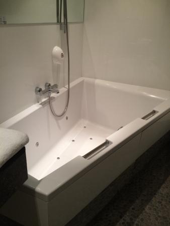 Baignoire Spa Pour 2 Picture Of Astoria Hotel Ghent Ghent