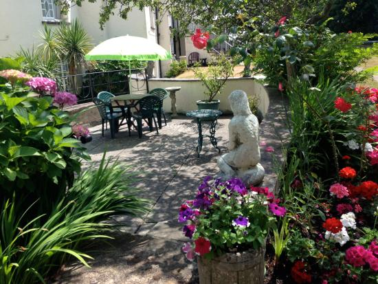 Royal Glen Hotel: garden