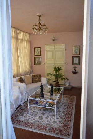 Relais San Lorenzo: Il bel salottino-veranda della suite.