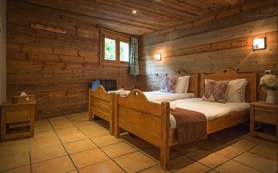 Chalet Lou Trave : A comfortable en-suite bedroom