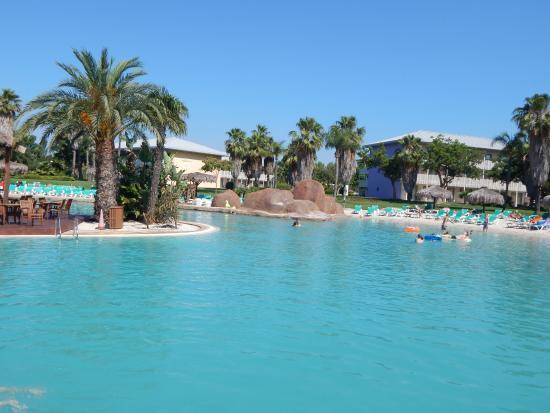 Piscina al anochecer photo de portaventura hotel caribe for Hoteles con piscina en tarragona