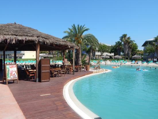 piscina y bar photo de portaventura hotel caribe salou tripadvisor