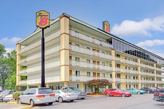 Super 8 Memphis Downtown Graceland