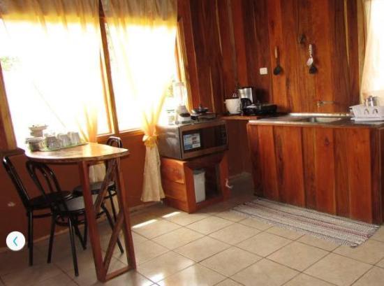 Hotel Roca Verde: cabin kitchen/dining
