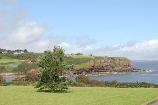 Dunmore East, Irlanda: Looking towards the golf course from The Peoples' Park