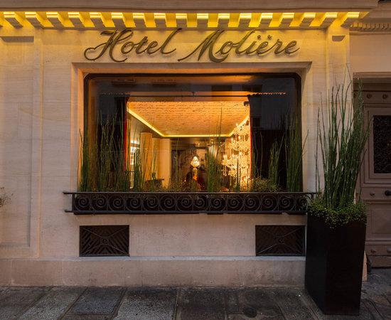 Hotel in Paris cauta? i o servitoare Text de profil pentru site- ul de dating