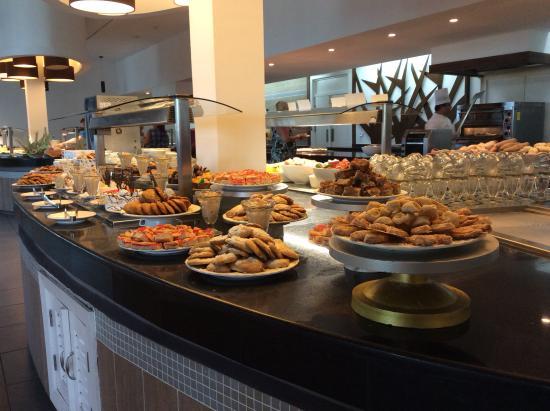 Buffet picture of valentin perla blanca cayo santa for Casa jardin buffet