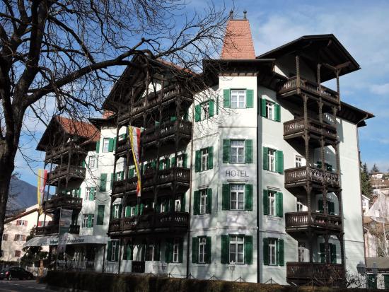 Hotel Grüner Baum: Dépendence vista dai giardini di fronte