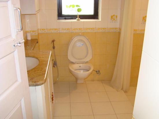 Devi Niketan Heritage Hotel: Bathroom at Devi Niketan