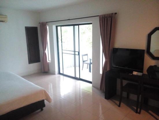 Rawai Beach Resort: Good TV light and terrace