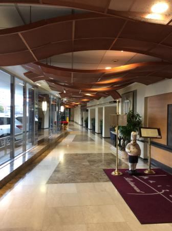 BEST WESTERN PLUS Robert Treat Hotel: Resuturant entrance and lobby