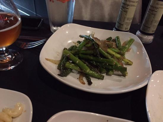 Temper Grille: Asparagus in onion and garlic