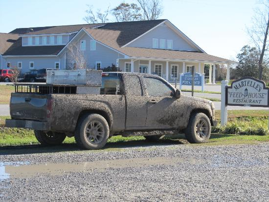 Engelhard, Kuzey Carolina: Muddy Hunters Truck out front