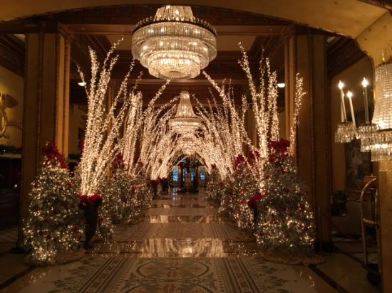 The Roosevelt New Orleans, A Waldorf Astoria Hotel: Christmas in the Lobby