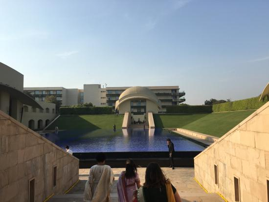 The Oberoi, Gurgaon: View of the hotel and walking areas.