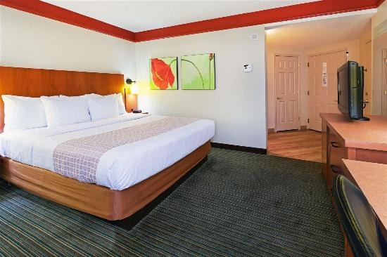 La Quinta Inn & Suites New Orleans Downtown: Guestroom