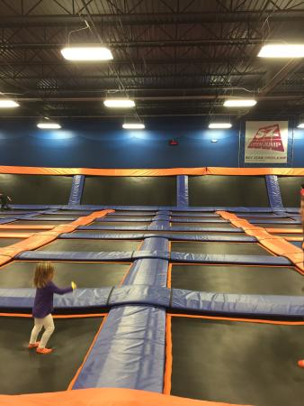 ‪Sky Zone Franklin‬