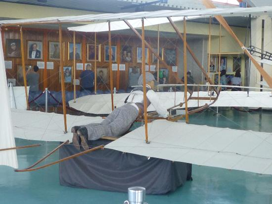 Wright Brothers National Memorial: model of Wright Brothers plane
