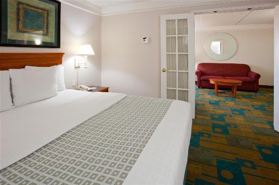 La Quinta Inn & Suites Phoenix West Peoria : guestroom